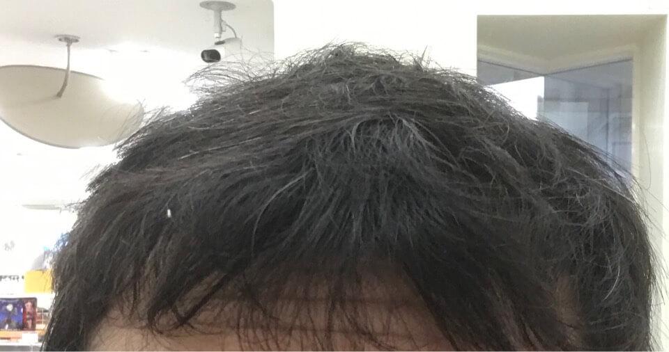 汗をだくだくかいて乾いた髪の毛の